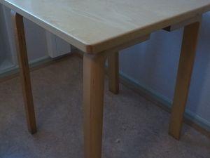 Pöytä, puu, 2 kpl (4)