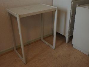Pöytä, puu, vaalea,1 kpl (6)