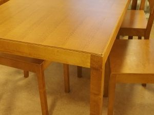 Pöytä ja 6 tuolia, puu (1-3)