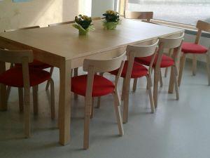 Artek pöytä ja 10 kpl tuoleja