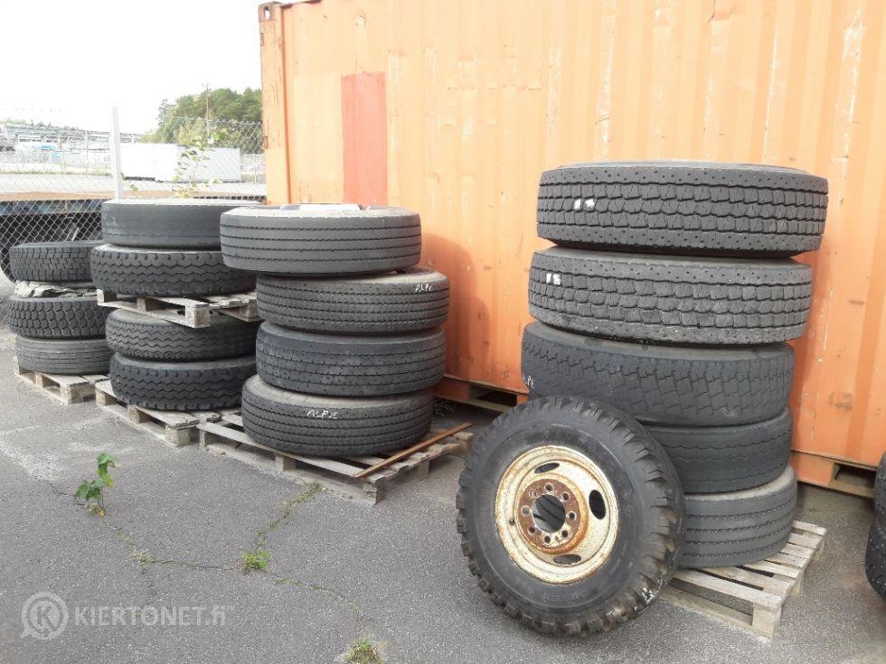 17 kpl kuorma-auton renkaita