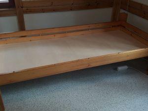 4 kpl sänkyjä