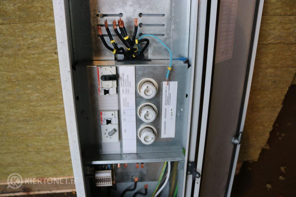 Sähkökaappi (8)