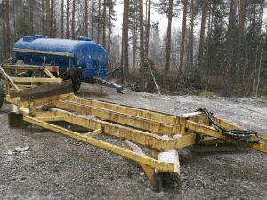 Traktori vetoinen tielana