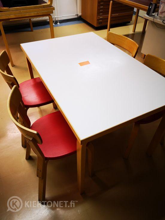 Artek pöytä ja 4 tuolia (105)