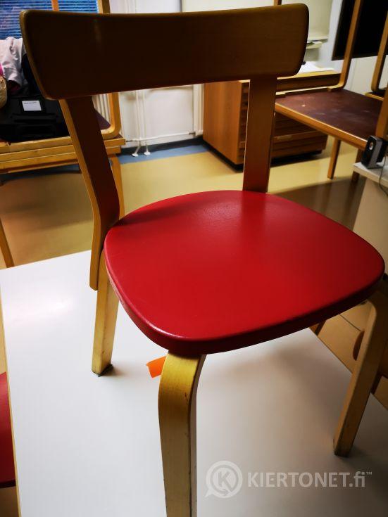 Artek pöytä ja 4 tuolia (106)