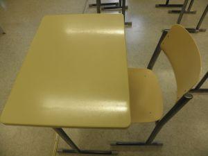 2 kpl pulpettia ja tuoleja, Iskun valmistama (2)