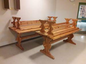 4 kpl Pirtinpöytiä ja penkit