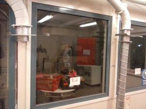 Verkkolasi-ikkuna metallipuitteella (303)