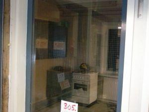 Verkkolasi-ikkuna metallipuitteella (305)
