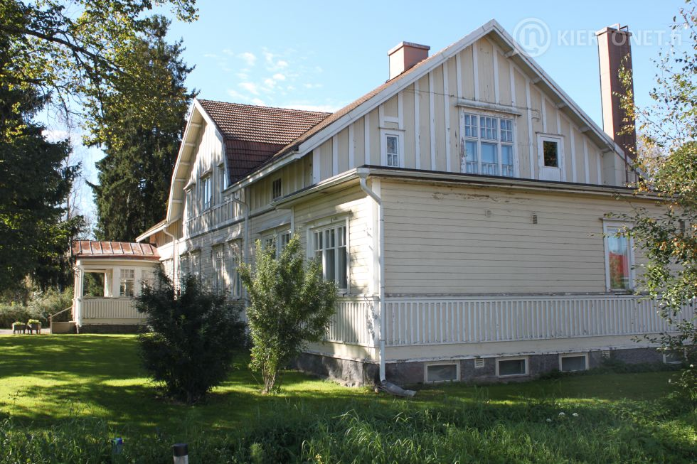 """Myydään vanha """"Apteekin talo"""" Ylistarossa – Kiertonet fi"""