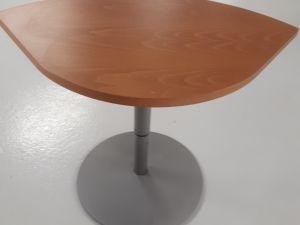 Pieni pöytä nro 2