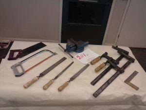 Ruuvipenkki ja työkaluja  (201)