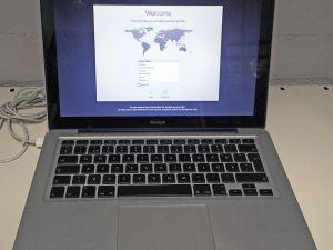 """MacBook 13"""" Aluminum Mid 2008 05003"""