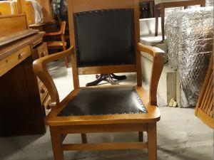 Billnäsin nahkapehmusteinen johtajan tuoli