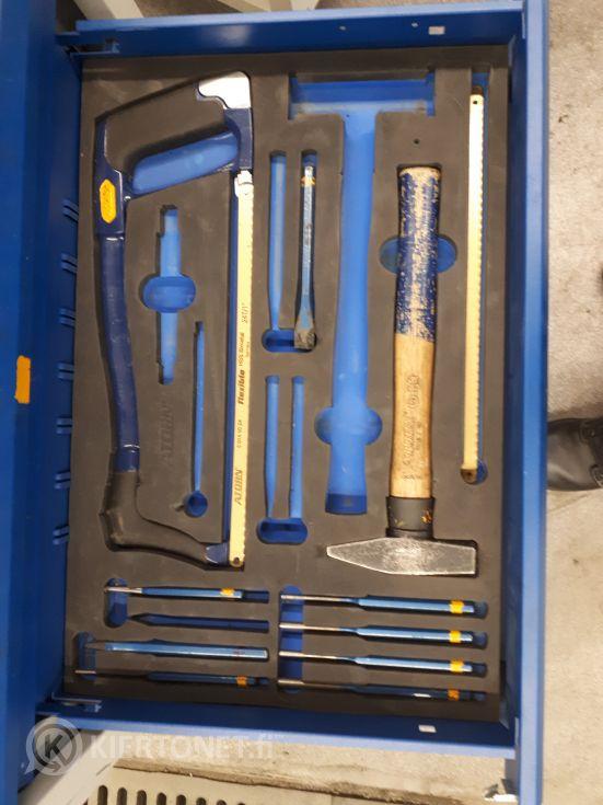 Työkaluvaunu Atorn työkaluilla (2)