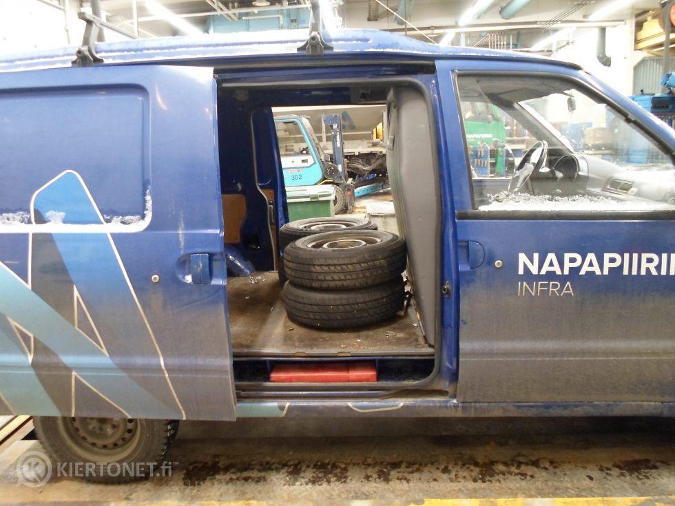 Nissan Vanette Cargo pakettiauto