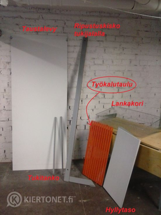 Työkalutaulu 2:lla tukijalla, kok.lev. 86cm  (411)