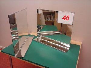 Kaksi Kylpyhuonepeiliä   (U48)