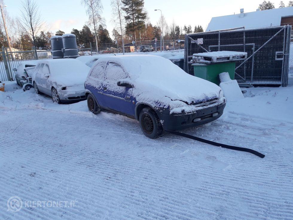 Myydään 12 ajoneuvoa