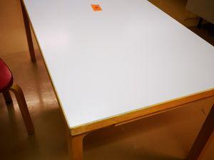 Artek pöytä koko 150x75 (208)
