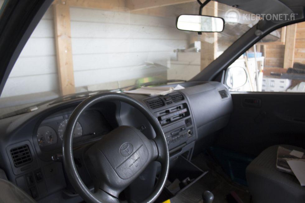 Myydään pakettiauto Toyota Hiace 1997