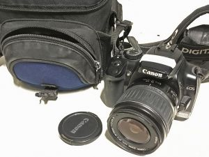 Canon EOS 400D + EF-S 18–55mm 1:3.5–5.6 II (849)