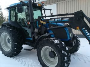 Valtra A92 traktori etukuormaajalla Isme 140L