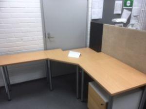 Työpöytä nro 1 + laatikosto