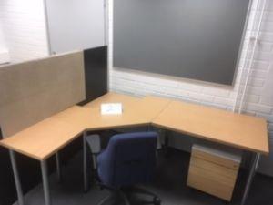 Työpöytä nro 2 + laatikosto + työtuoli