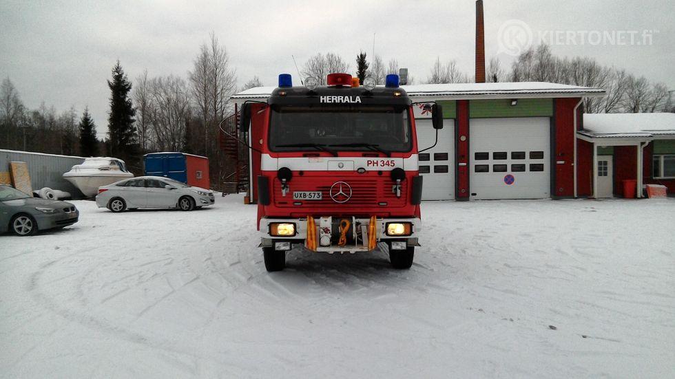 Raivaus/paloauto Mersedes-Benz 1222 4x4