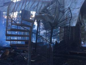 Tulipalon vaurioittamat metalliportaat