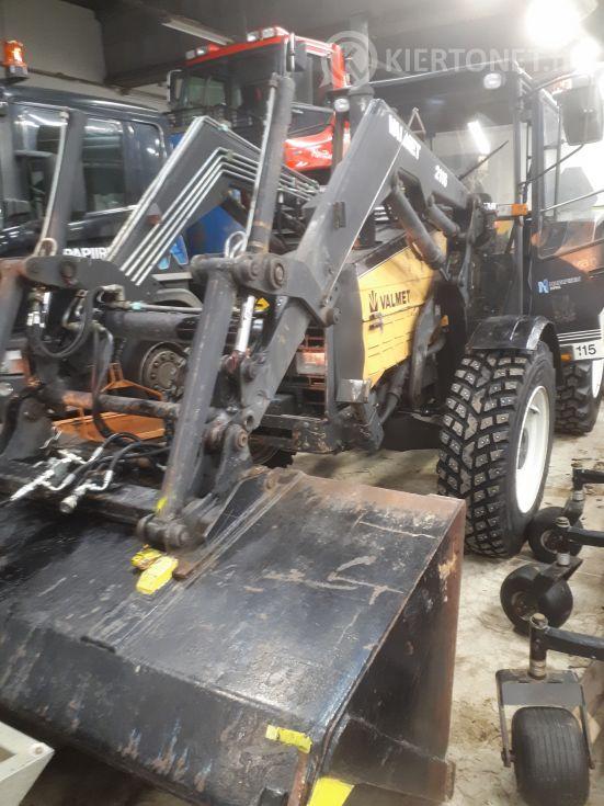 Traktori Valmet 715M 762-XAH