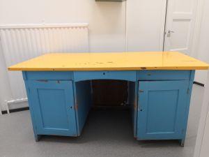 Työpöytä ja tuoli