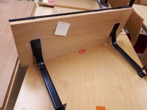 Toimistopöydän etuylähylly 9