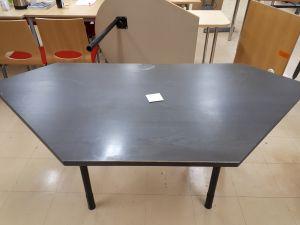 Toimistopöytä 3