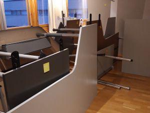 Sekalainen setti toimistopöytiä 10kpl