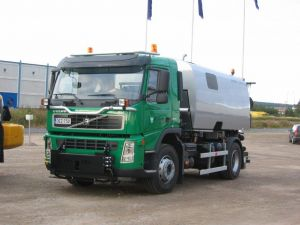 Volvo FM D9B 4x2 - Hiekoitus/imulakaisuauto + aurausvarustus (vm. 2009)