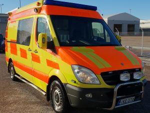 Ambulanssi MB Sprinter, ajettu vain 205 000 km
