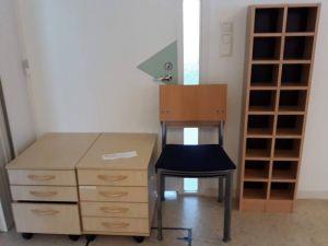 Nojatuolit, laatikostot ja lokerohylly