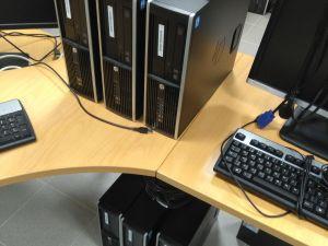 Kannettavia tietokoneita, pöytätietokoneita, näyttöjä