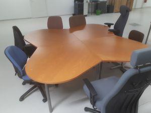 """""""Apilapöytä"""" + 7 kpl toimistotuoleja"""