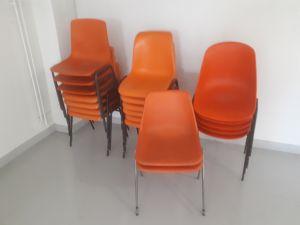 Oranssit tuolit