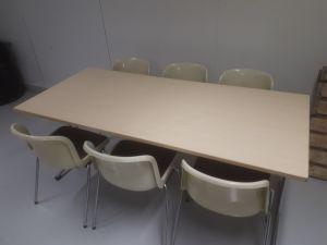 Pöytä ja 6 tuolia
