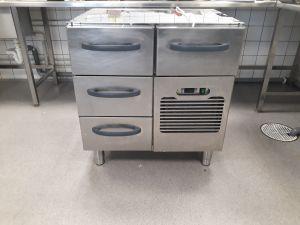 Myydään kylmävetolaatikosto