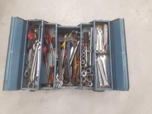 Työkalupakki työkaluineen