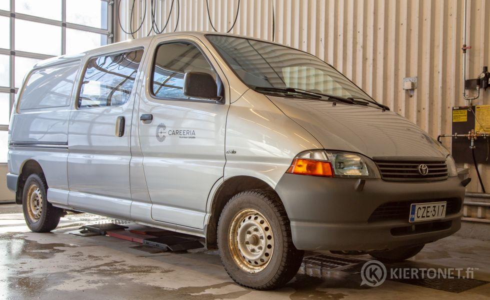 Toyota Hiace pakettiauto vm. 2006 - ajettu vain 75 500 km