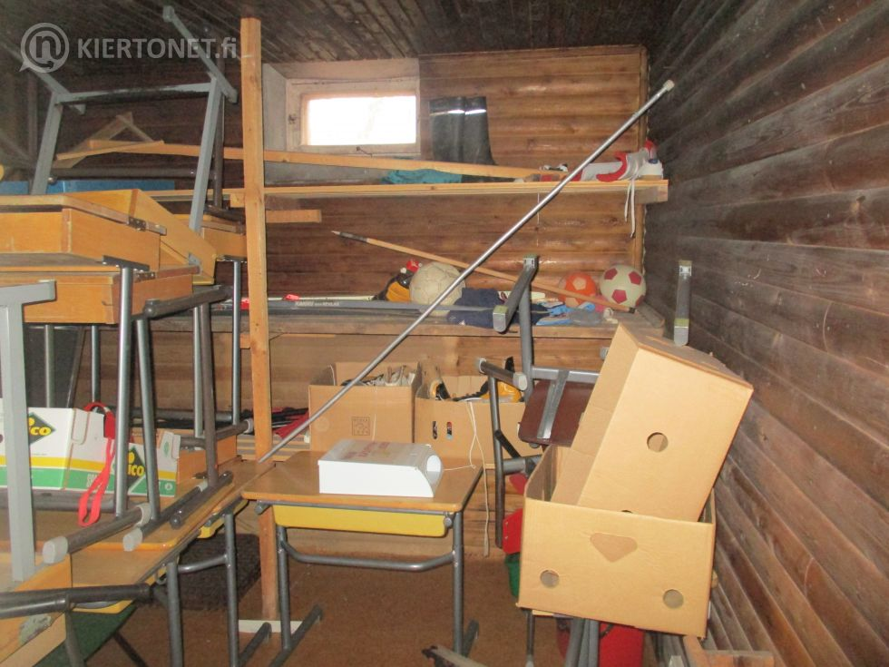 Myydään Knuuttilan entinen koulu Nurmossa