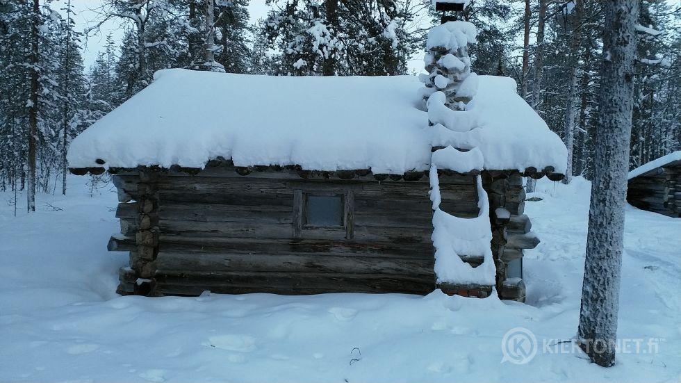 Hirsirunkoinen mökki, sauna, laavu ja lato purettavaksi ja pois siirrettäväksi