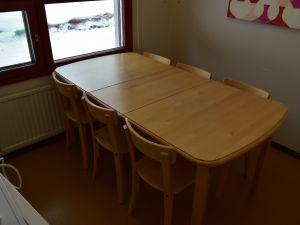 Keittiönpöytä+6 tuolia